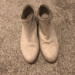 Qupid Light Grey Scalloped Booties, Size 6.5